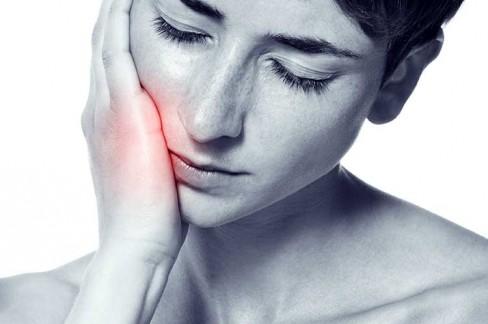 Bei Rücken-und Kopfschmerzen zum Zahnarzt?